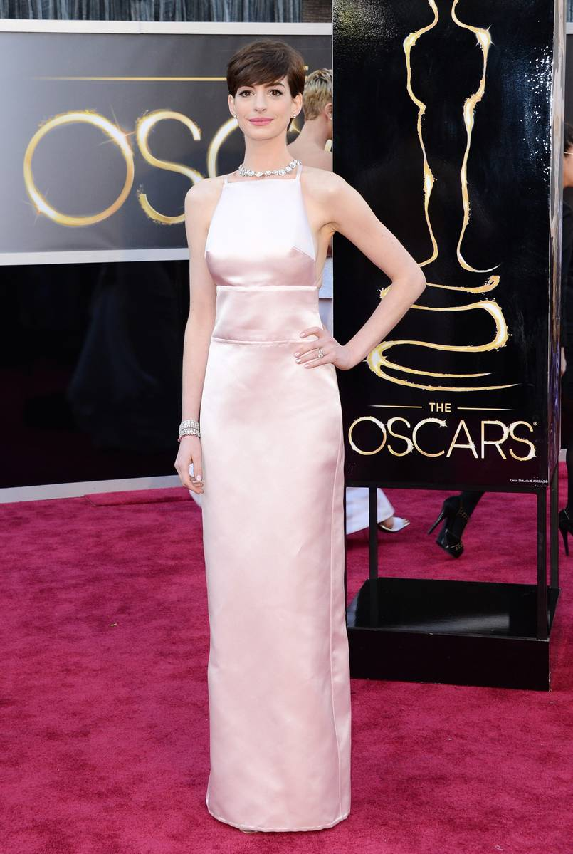 Anne Hathaway wearing Prada Oscars Academy Awards 2013