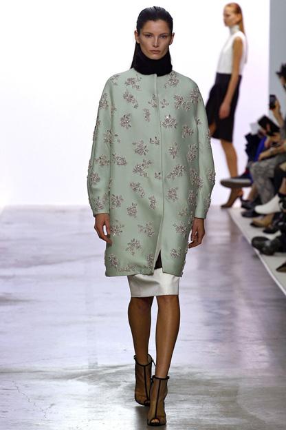 Pastel coats, fur applications trend Giambattista Valli fall winter 2013