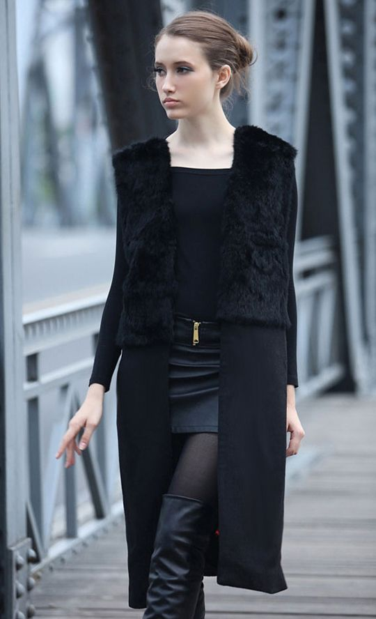 Sleeveless fur coat black
